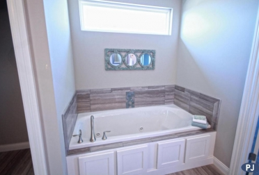 Master-Bedroom-Tub